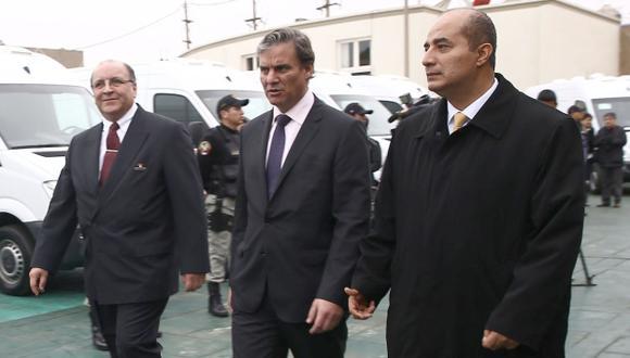 Caso López Meneses: El ministro Daniel Figallo y jefe del INPE tratan de responsabilizar a pasadas gestiones. (Andina)