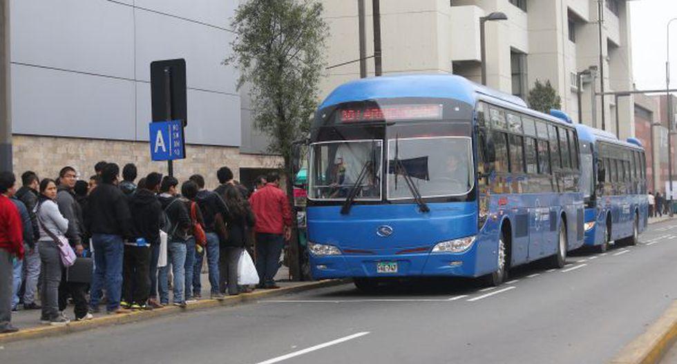 No hay suficientes buses para atender la demanda del público. (Rolando Ángeles/USI)