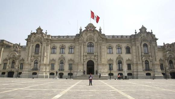 PALACIO DORADO. Pareja presidencial pide más dinero. (Perú21)