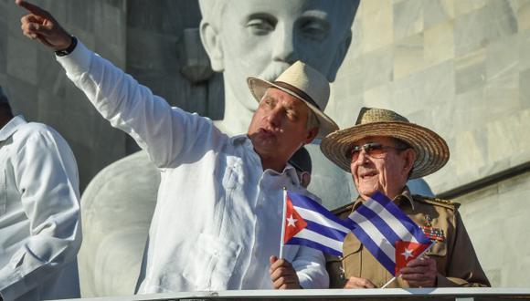 """Los """"máximos responsables"""" de crímenes de lesa humanidad en Cuba son Díaz-Canel y Raúl Castro, actualmente primer secretario del Partido Comunista de Cuba, según denunciantes. (Foto: AFP)"""