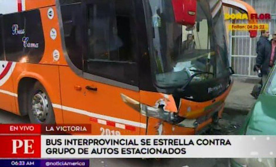 Cinco vehículos fueron impactados violentamente por el bus interprovincial de la empresa Turismo Áncash S.A.C. (Captura: América Noticias)