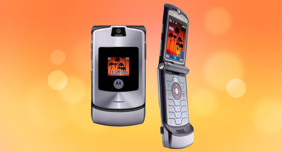 Debido a su aspecto llamativo por tener un diseño de teléfono con tapa y un perfil delgado, se comercializó inicialmente como un  teléfono de moda exclusiva, logrando vender más de 50 millones de unidades hasta julio de 2006. (TechRadar)