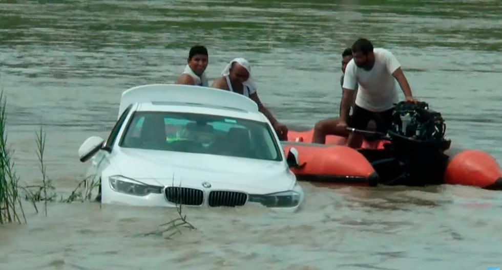 Un joven tiró al río el BMW que le regalaron sus padres porque les había pedido un Jaguar. (YouTube | Uttarakhand Post)