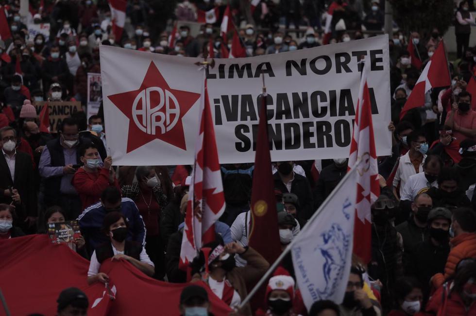 Manifestantes llegaron a Los Olivos para manifestarse contra el gobierno de Pedro Castillo. (Leandro Britto / @photo.gec)