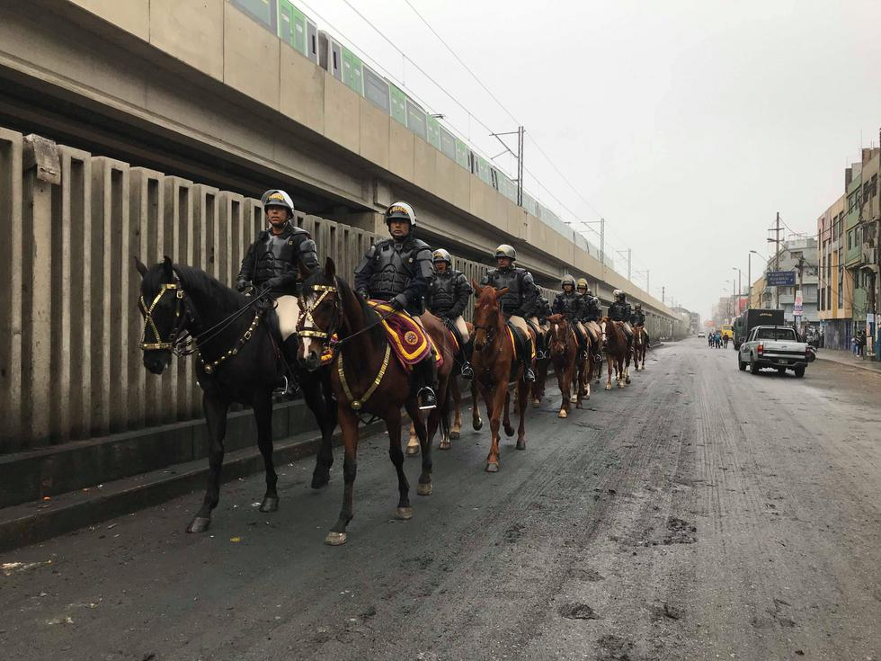 Operativo en Gamarra. Municipalidades y Policía Nacional desalojan a vendedores ambulantes en la avenida Aviación. (Fotos: César Takeuchi)