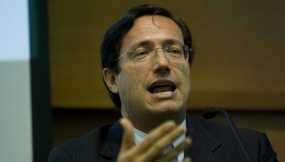 Miguel Palomino, director del IPE, afirma que el PBI crecerá más en 2014. (Perú 21)
