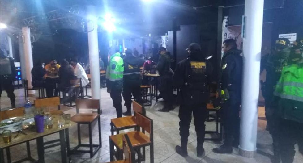 Local operaba bajo fachada de pollería y encuentran a 20 personas bebiendo alcohol en Piura
