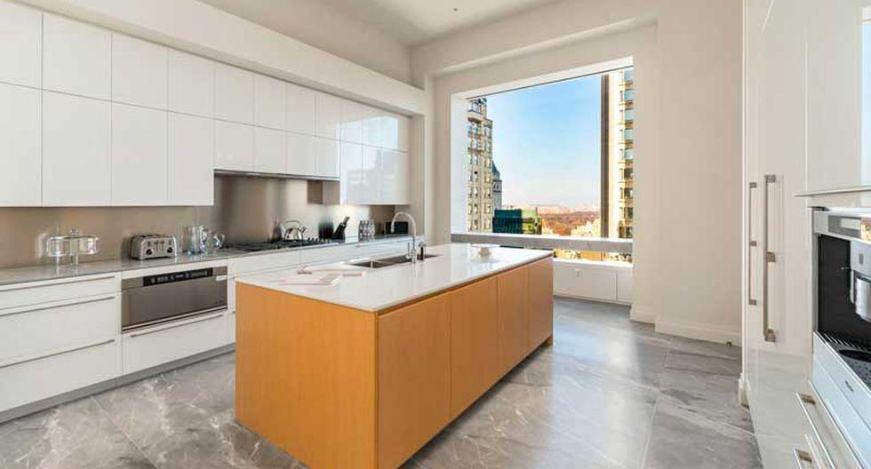La cocina combina los tonos blancos, acero y madera. (Foto: Medlin Group)