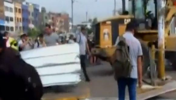 Autoridad Autónoma del Tren Eléctrico rechaza retiro de mallas metálicas y muros de concreto. (Captura: Canal N)
