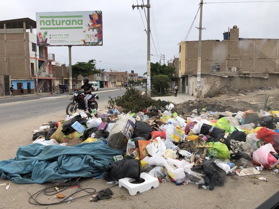En Chiclayo hay varios focos de infección por la basura acumulada en diversas calles y avenidas. (Nadia Quinteros)