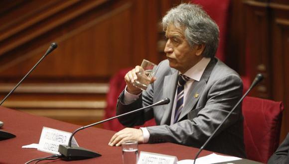 DEBE EXPLICACIONES. Para el legislador Acuña no hay nada irregular en las actividades de su familia. (Perú21)