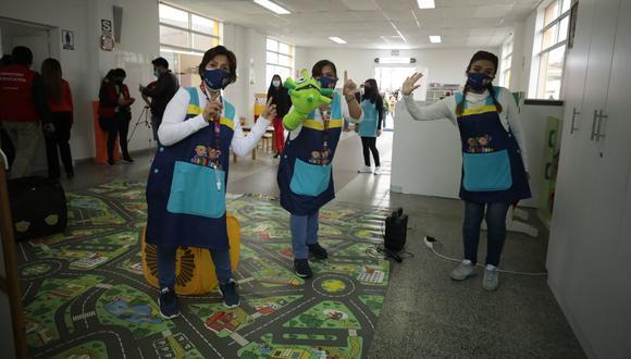 Tenemos que aprender a convivir con este virus, tomar las precauciones necesarias y tener en cuenta la experiencia internacional, señala el columnista. (Foto: Britanie Arroyo / @photo.gec)
