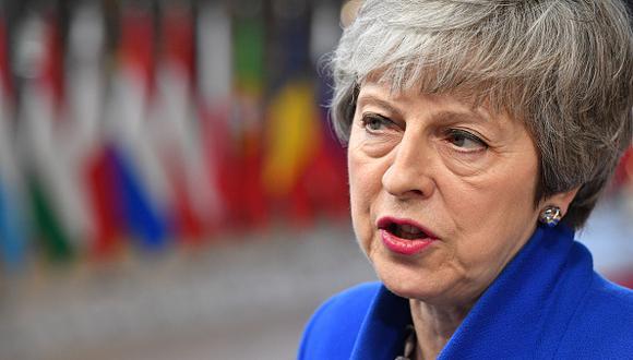 La primera ministra británica, Theresa May, mira hacia la reunión del Consejo Europeo sobre Brexit en el edificio Europa en el Parlamento Europeo en Bruselas. (Foto: Getty)