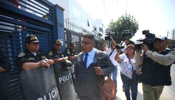 El ex mandatario estuvo acompañado de su abogado, Erasmo Reyna. (Foto: Jesús Saucedo / GEC)