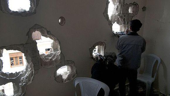 Soldados disidentes sirios repelen ataques de las Fuerzas de Seguridad en Homs. (AP)