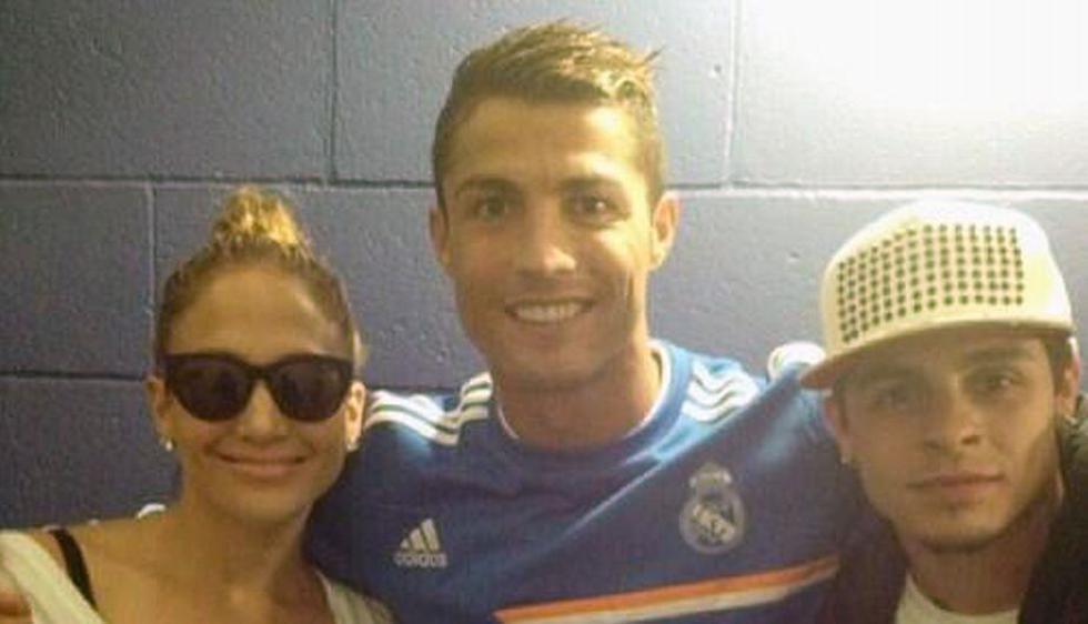 La cantante y el bailarín se lucen junto a Cristiano Ronaldo. (Internet)