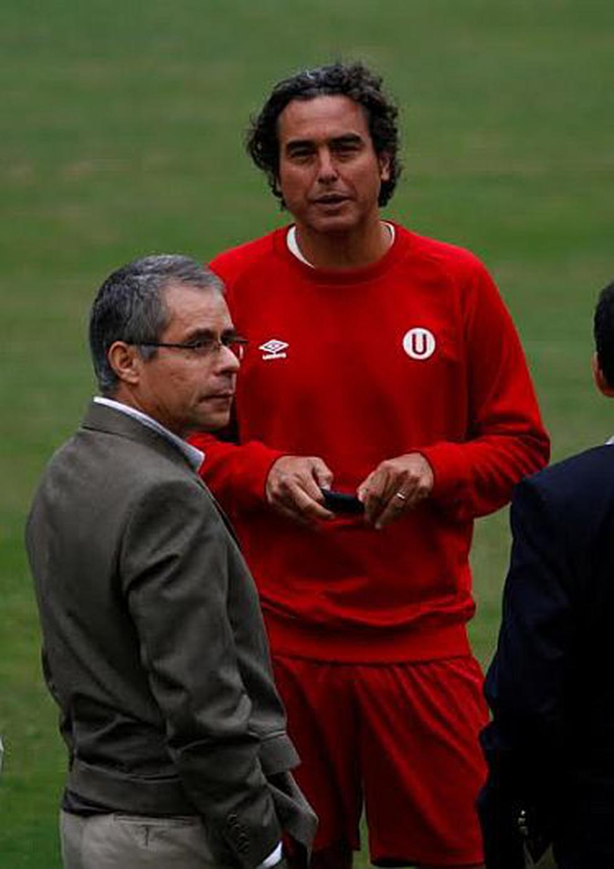 El nuevo administrador temporal, Fernando Bravo, charló con el técnico José del Solar. (Difusión)