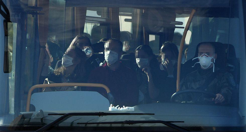 Ciudadanos franceses evacuados de China por el coronavirus. (Foto: AFP)