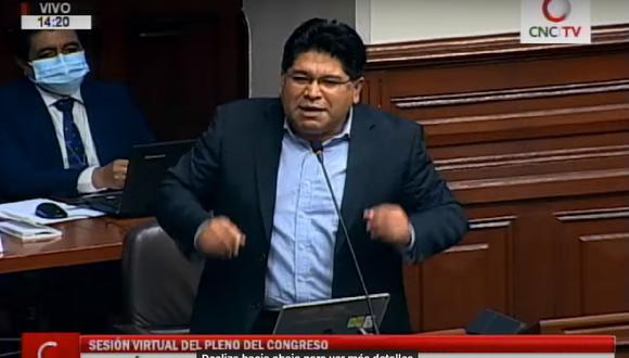 El congresista Rennán Espinoza inició su participación usando mascarilla; sin embargo, minutos después, se la retiró.(Captura Congreso TV)