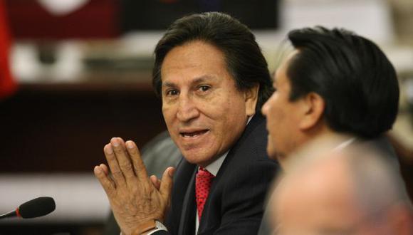 Alejandro Toledo reza para librarse de las investigaciones. (Luis Gonzales/Peru21)