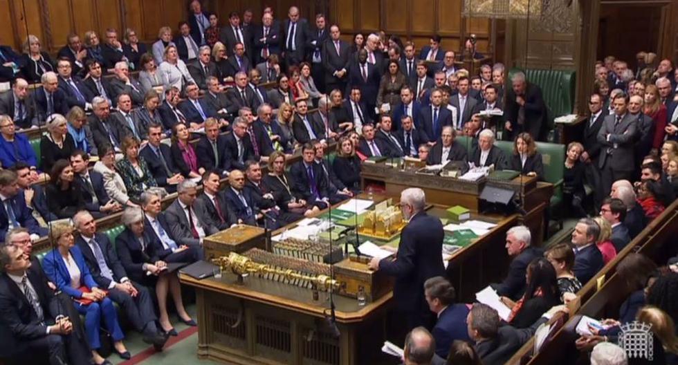 Parlamento británico rechaza acuerdo de Brexit por aplastante mayoría. (AFP)