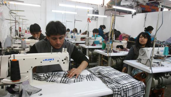 La reforma laboral que busca llevar a cabo el gobierno debe ser trabajada en conjunto con los gremios empresariales, dijo la SNI. (Foto: Andina)