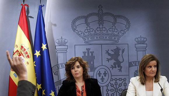 Sáenz de Santamaría y Báñez anunciaron la medida. (Reuters)
