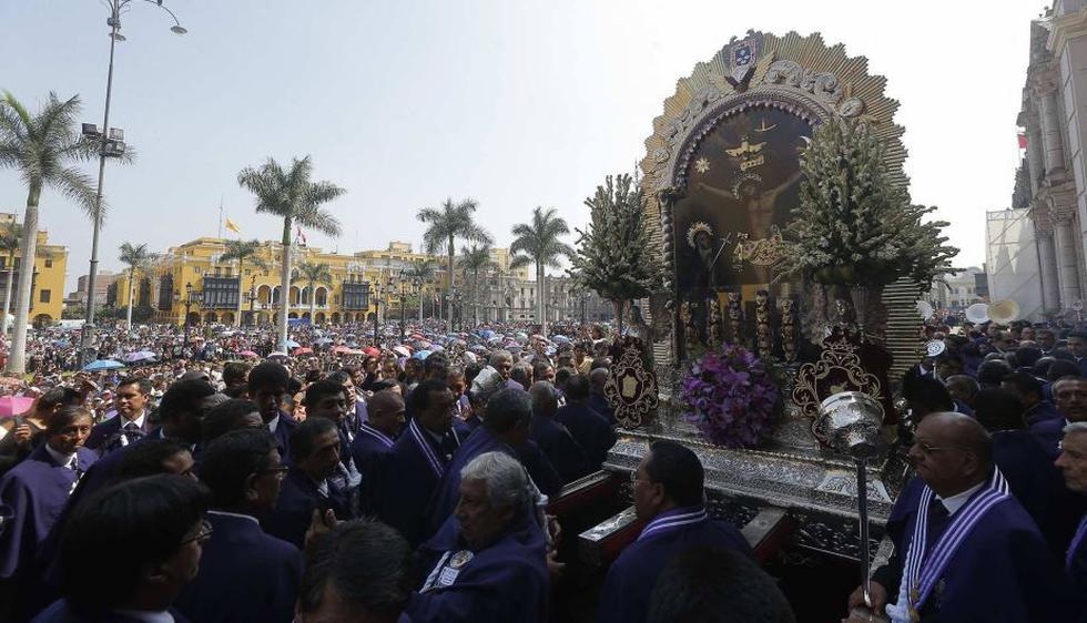 El Señor de los Milagros recorre las calles de Lima. (David Huamaní)