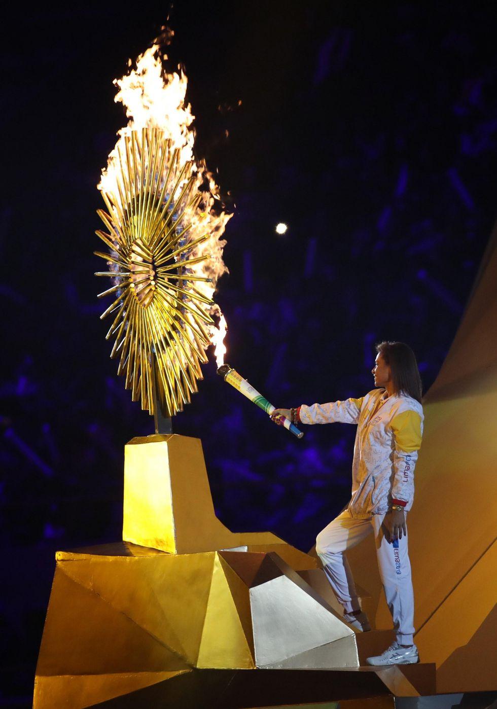 """""""Me gané la medalla de oro"""", expresa Cecilia Tait después de prender el pebetero panamericano. (Foto: EFE)"""