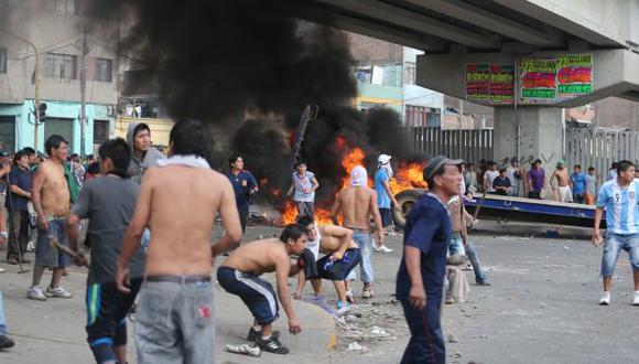 Violento desalojo dejó dos muertos y 21 heridos. (Perú21)