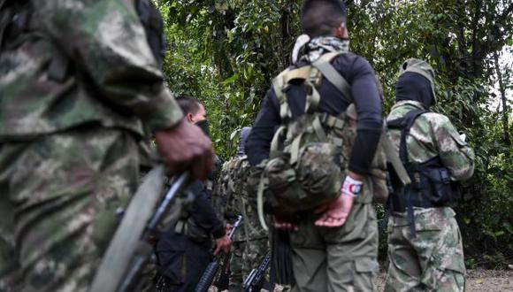 El pasado 14 de junio un soldado colombiano murió y otro más resultó herido también al caer en un campo minado. En la foto, miembros de la guerrilla del Ejército de Liberación Nacional reciben instrucciones. (Foto: AFP)