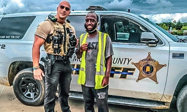 Muchas personas buscan tomarse fotos con Fields. (Foto: Morgan County Sheriff´s Office)