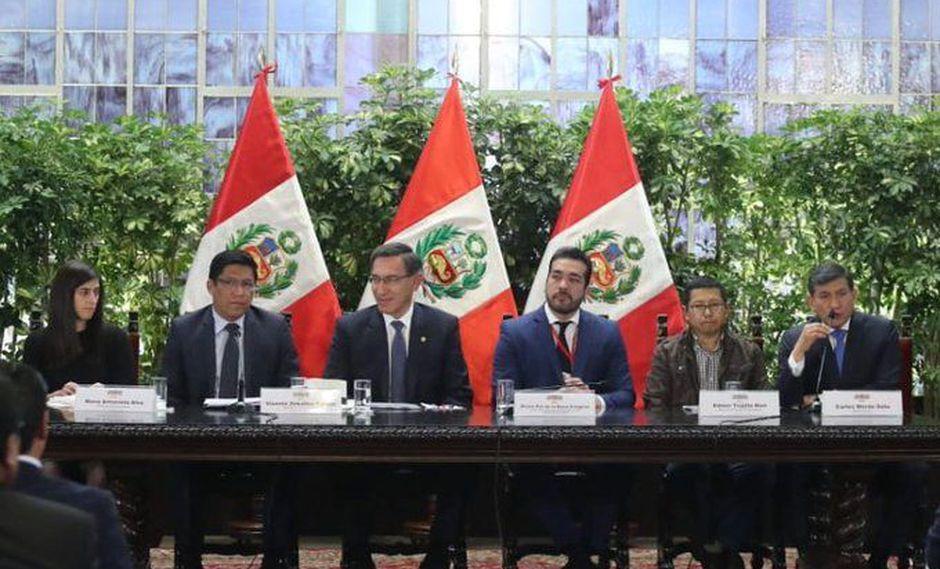 El presidente Martín Vizcarra estuvo acompañado por ministros en su reunión con la AMPE. (Foto: Difusión)