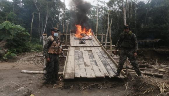 Patrullas combinadas de la PNP y las Fuerzas Armadas destruyeron el material ilícito incautado. (Foto: GEC)