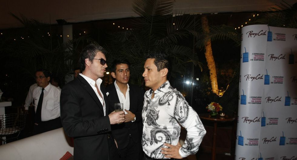 Privat junto al empresario Renzo Costa, a quien acompañó durante el lanzamiento de un concurso de diseños de carteras. (USI)