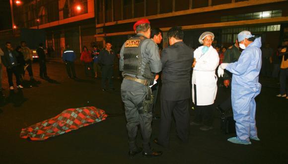 Florentina Otasu murió la noche del domingo, cuando trataba de cruzar la avenida Abancay. (USI)
