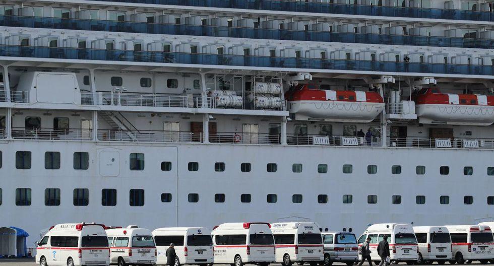Se observan ambulancias frente al crucero Diamond Princess en el puerto de Yokohama el 7 de febrero de 2020. (AFP).
