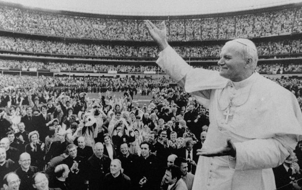 En sus múltiples viajes, Juan Pablo II llenaba estadios. (AP)