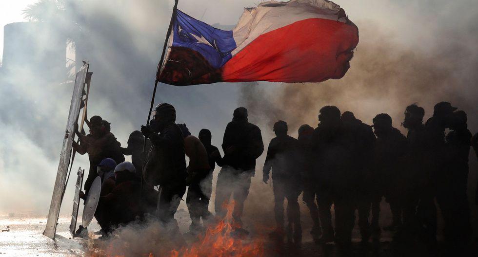 Un grupo de manifestantes chilenos protesta contra el régimen de Sebastián Piñera. (REUTERS/Pablo Sanhueza).