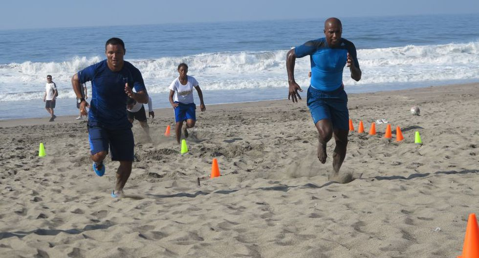 'Cuto' Guadalupe causa furor en las redes sociales por sus fotos en la playa. (Difusión)