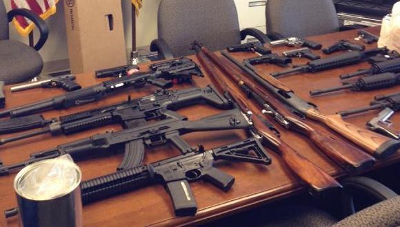 Encontraron decenas de fusiles semiautomáticos y pistolas. (Reuters)