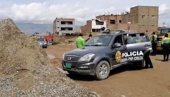 La policía considera que el vehículo se acercó demasiado a unos desmontes, provocando que el tubo de escape se tape y respiren el monóxido de carbono mientras descansaban (Foto: RPP)