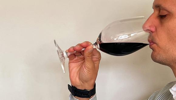 Si se trata de vinos jóvenes, podremos observar colores más violáceos y púrpuras.