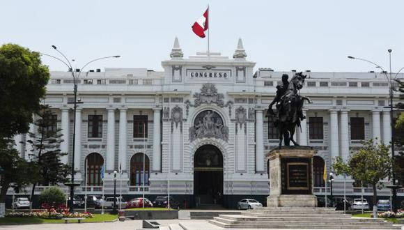 FACHADA DEL CONGRESO DE LA REPÚBLICA DEL PERÚ.
