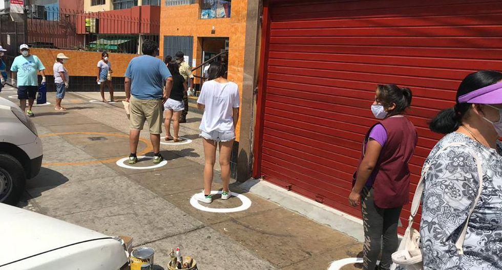 Algunos distritos de la capital están tomandos medidas preventivas como por ejemplo el pintado de círculos con dos metros de distancia en lugares de mayor afluencia de público.(Foto Municipalidad San Borja)