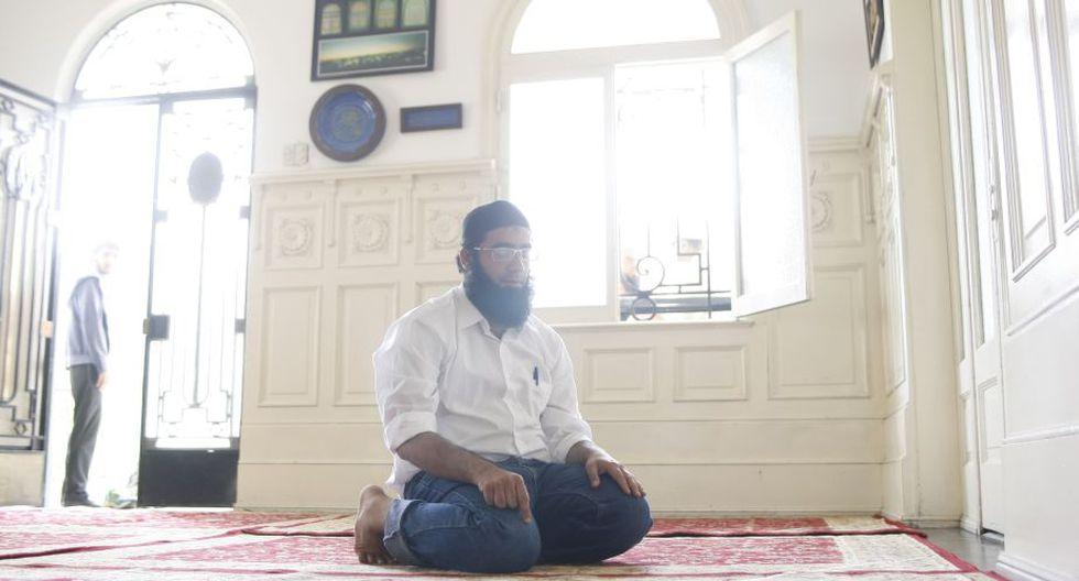 Los musulmanes realizan cinco rezos al día en dirección a la Mecca. (Luis Gonzales)