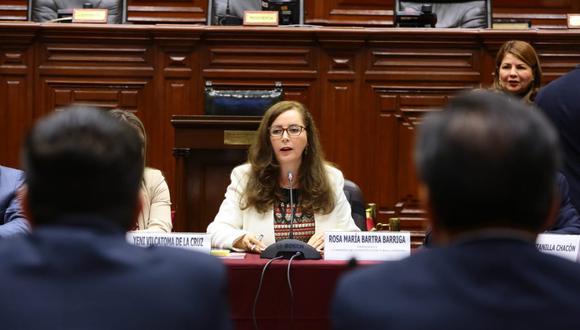 La Comisión de Constitución, que dirige Rosa Bartra, ha recogido hasta la fecha opiniones de constitucionalistas y economistas sobre el adelanto de elecciones. (Foto: Congreso)