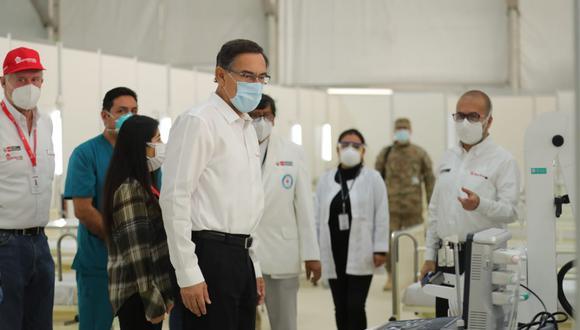 Martín Vizcarra estuvo hoy supervisando el ambiente de Hospitalización Temporal Parque Huiracocha, en San Juan de Lurigancho. (Presidencia)