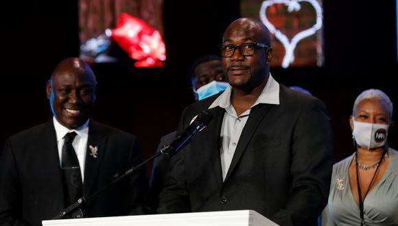 Philonise Floyd habla durante un servicio conmemorativo por su hermano George Floyd después de su muerte bajo custodia policial de Minneapolis, en Minneapolis. (REUTERS/Lucas Jackson).