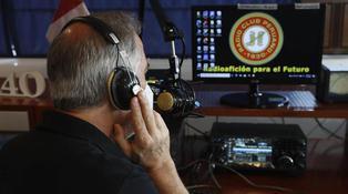 """Los radioaficionados de Perú, un """"gremio excéntrico""""  en un mundo hiperconectado"""